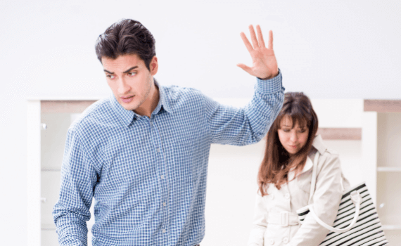 Ständige Enttäuschungen schaffen Distanz zwischen den Partnern.